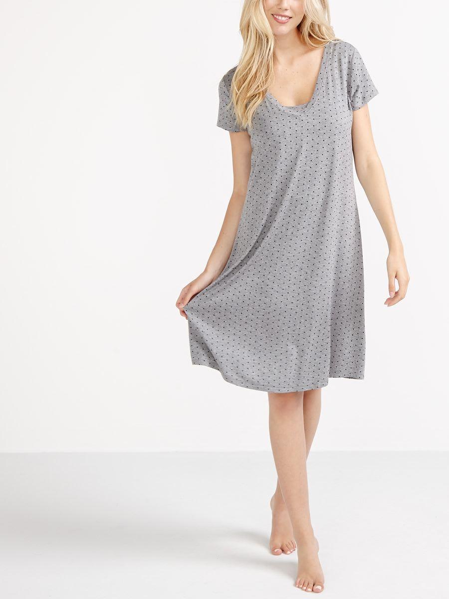 H&M vous propose une large gamme de tenues maternité et de vêtements d'allaitement. Découvrez les dernières tendances maternité en ligne ou en magasin.